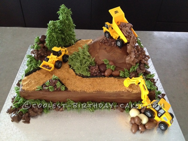 "Construction ""wow"" cake"
