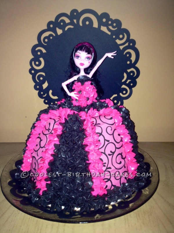Sensational Cool Diva Draculaura Monster High Cake Funny Birthday Cards Online Hendilapandamsfinfo