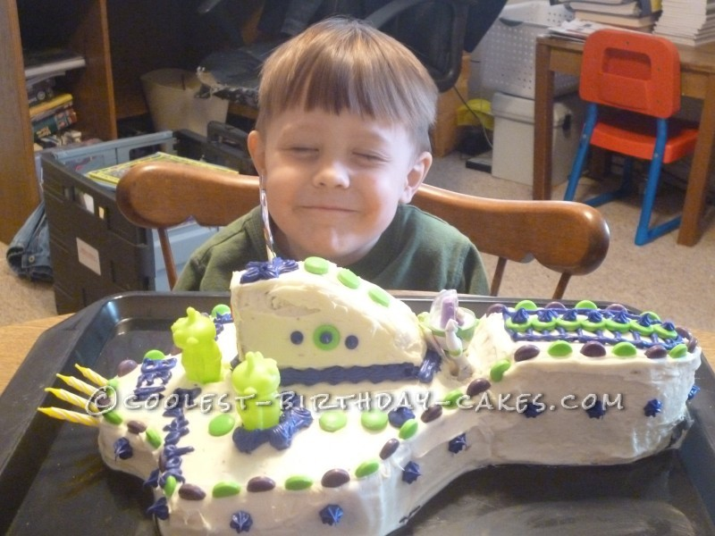 Awsome Buzz Spaceship Cake for a 4-Year Old Boy