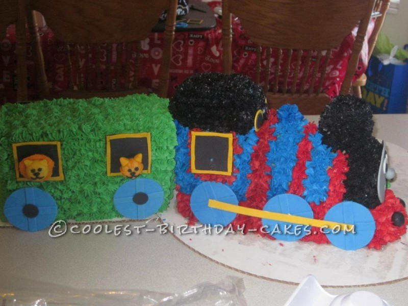 Cool Thomas the Tank Engine Cake