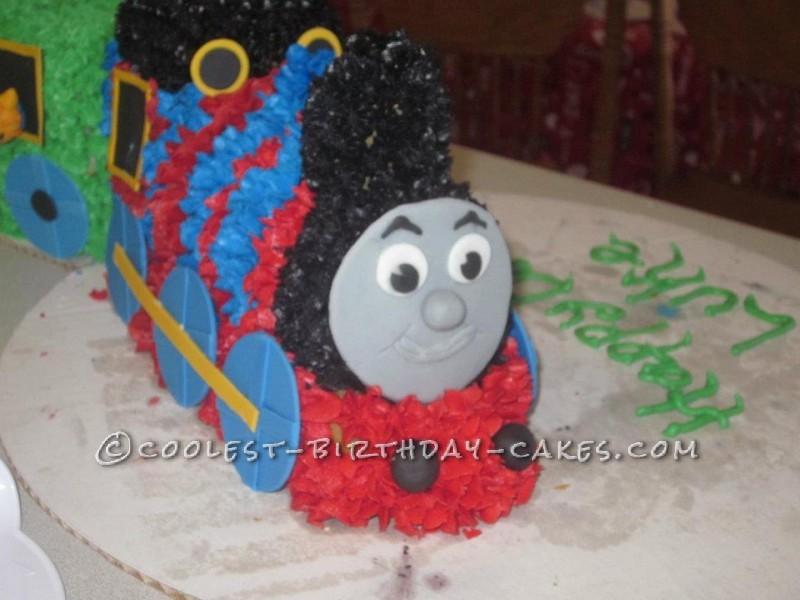 Cool Thomas the Tank Engine Cake