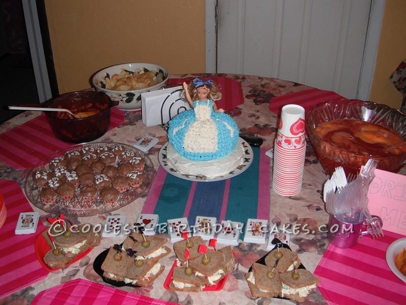 Cool Alice In Wonderland Cake