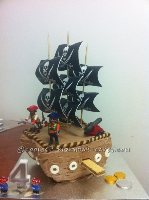 Easy Pirate Ship Cake