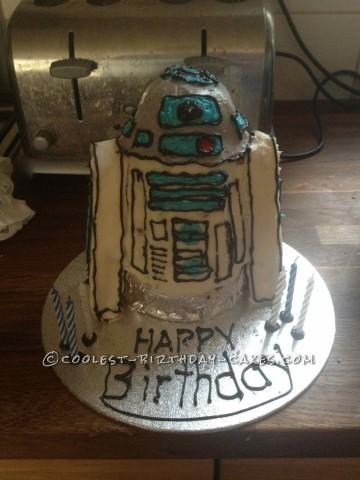 Unbelievable Fondant-Free R2D2 Cake