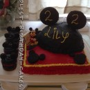 Coolest Mickey Mouse Cake and Cupcakes
