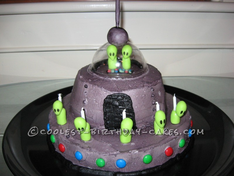 Spaceship Alien Cake