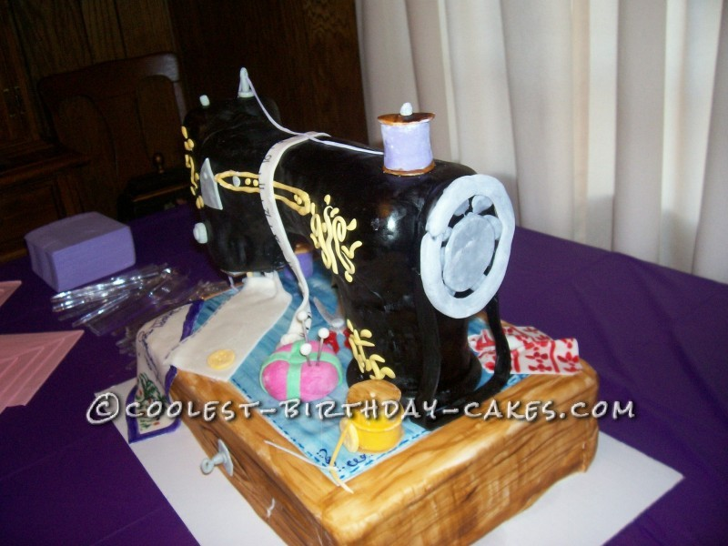 Cake Decorating Ideas For A 90 Year Old : Greatest Sewing Machine Cake for 90 Year Old Seamstress