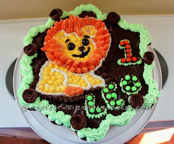 Cool Lion Cupcake Birthday Cake for a Roaring Leo