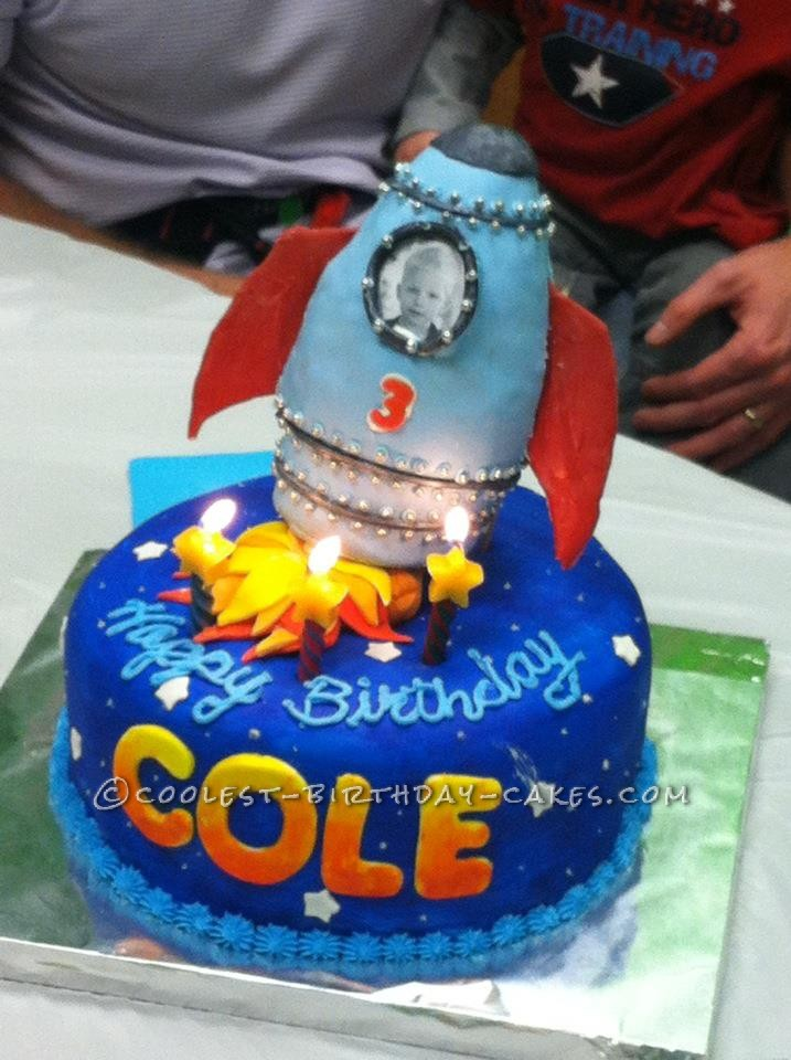 Out-of-This-World Rocket Ship Cake