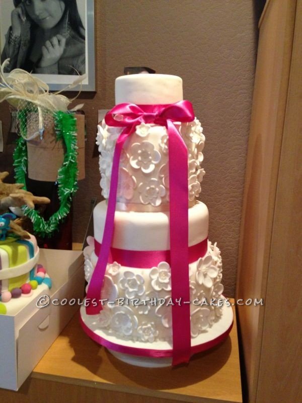 Linda From England Featured Cake Decorator