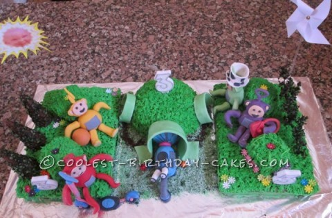 Top view of the teletubbies cake