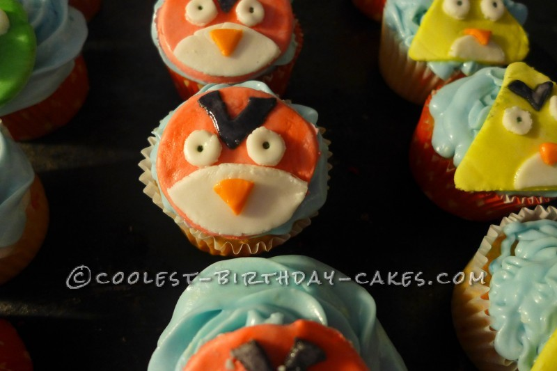 Coolest 2-D Angry Birds Cake and Cupcakes