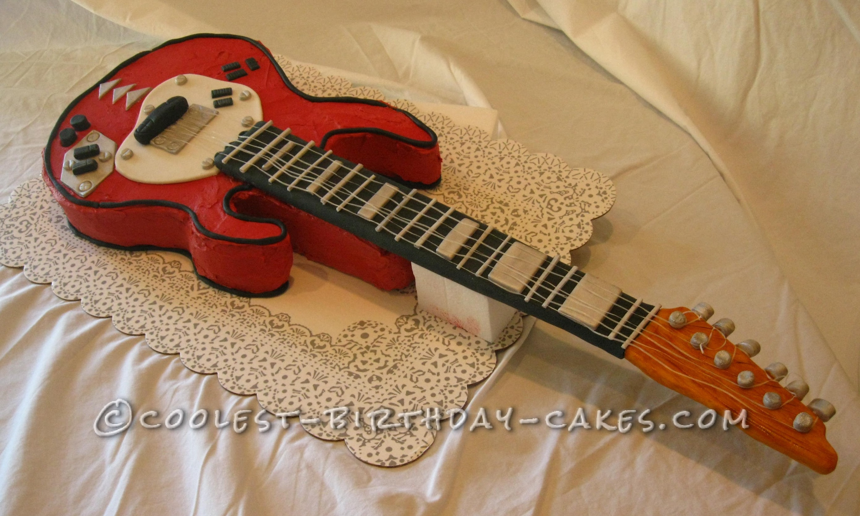Coolest electric guitar cake for Guitar templates for cakes