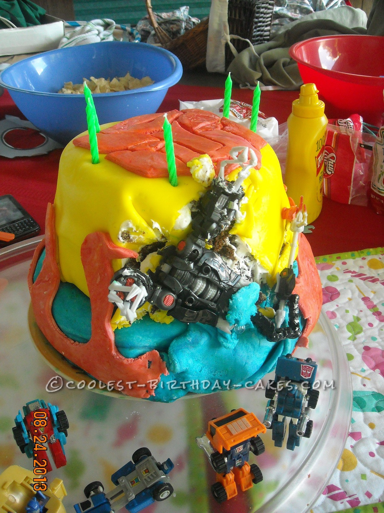 Coolest Transformers Cake - Destroyed by Scorponok