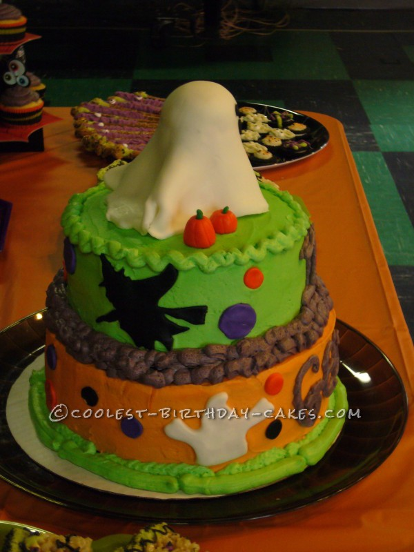 Cute little ghost cake for halloween Cute easy halloween cakes