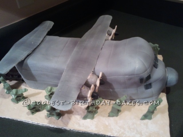 Coolest Aircraft Cake With Army Men - 3