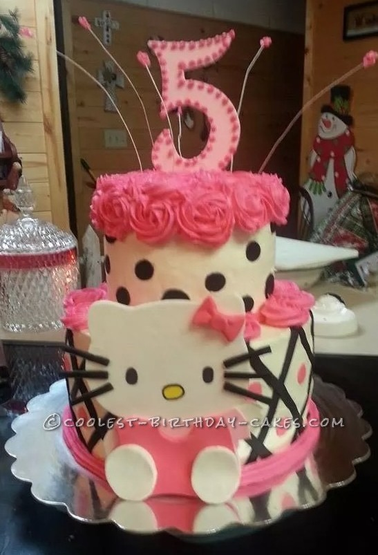 Hello World I Made This Hello Kitty 5th Birthday Cake For The Sweet Little Daughter Of One Of My Co Workers This Cake Took On A Whole Unique Look