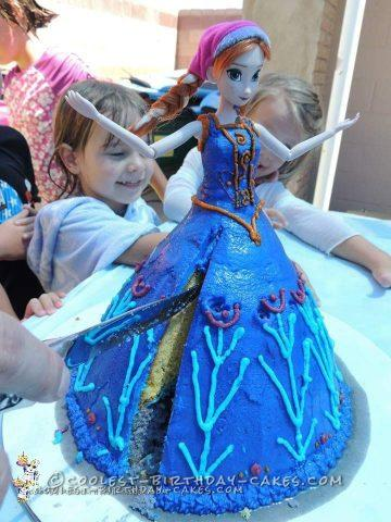 Easy Frozen Anna and Elsa Doll Cakes