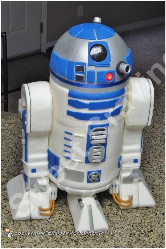 Awesome R2D2 Star Wars Cake