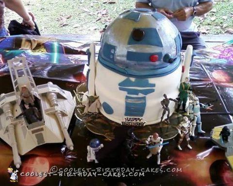 Cool R2D2 Cake