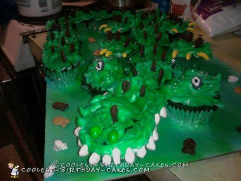 Cool Alligator Cupcake Cake