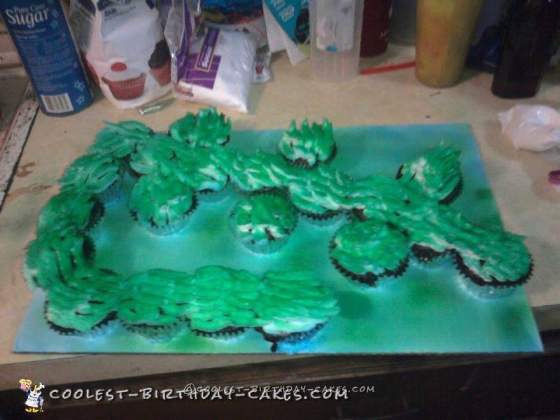 Cool Alligator Cupcake Cake