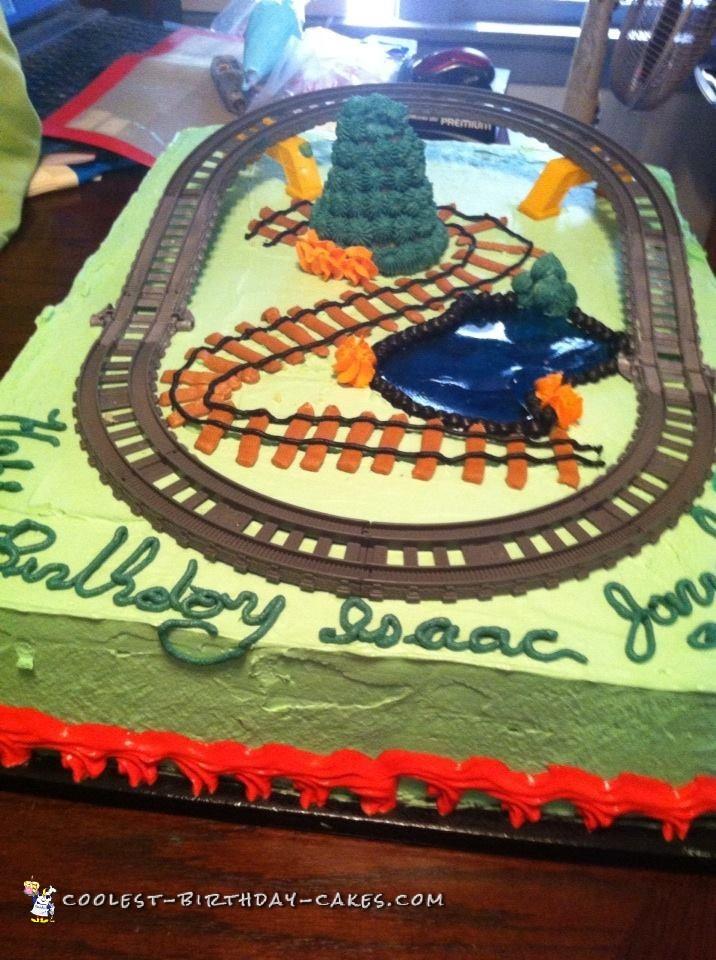 Cool Moving Thomas the Tank Engine Birthday Cake