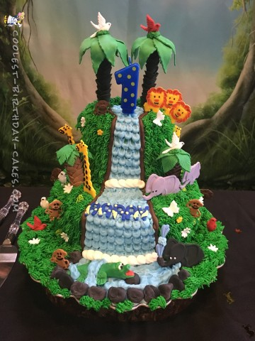 Final view of the cake at the venue!