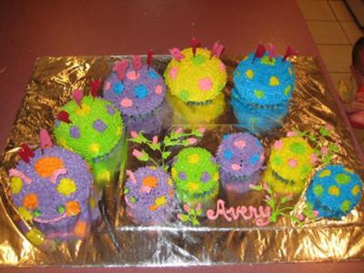 caterpillar-cake-21332494.jpg