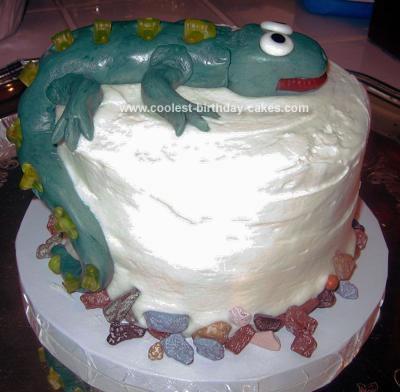 Homemade Cake Climbing Lizard
