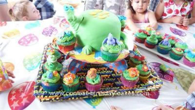 coolest-dinosaur-cake-and-cupcakes-132-21632368.jpg