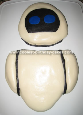 Eve from Wall E Cake