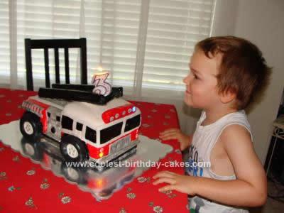 coolest-firetruck-birthday-cake-74-21569300.jpg