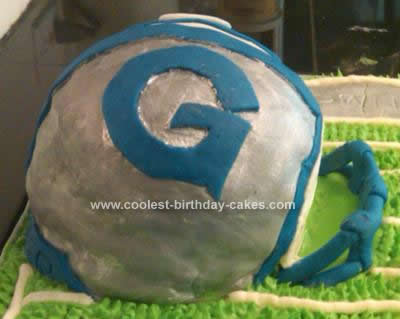 coolest-football-field-helmet-cake-101-21376602.jpg