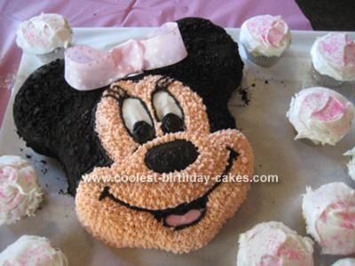 A Minnie Mouse Cake!