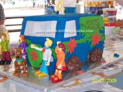 Homemade Mystery Machine Cake 28