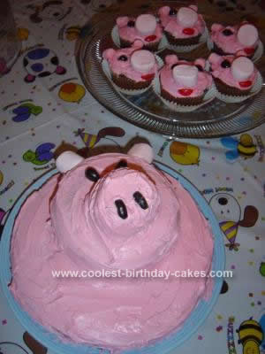 Homemade Pig Cake with Pigglet Cupcakes