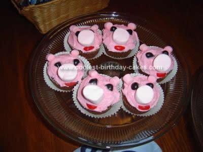 Homemade Pig Cake with Pigglet Cupcakes