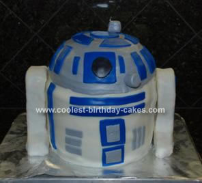 Homemade R2D2 Star Wars Cake