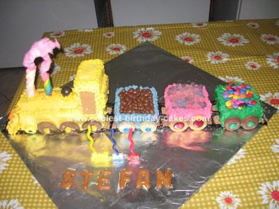 coolest-train-withtucks-birthday-cake-183-21632339.jpg