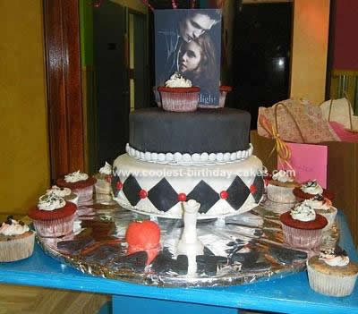 Homemade Twilight Themed Cake Idea