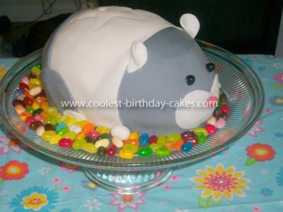 Homemade Zhu Zhu Cake with Fondant and Cupcakes