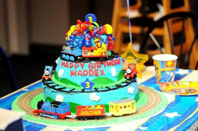 I Made This Thomas Cake For My Sons 3rd Birthday Its A 3 Teir 7 Layer Used Little Fondant Too