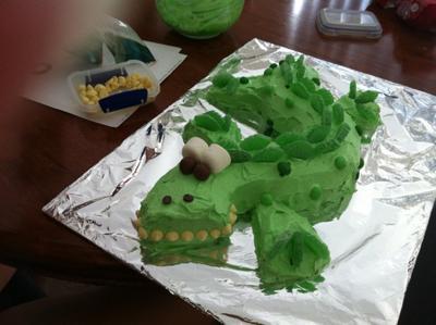 homemade-crocodile-cake-21591161.jpg