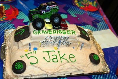 homemade-gravedigger-birthday-cake-21597892.jpg