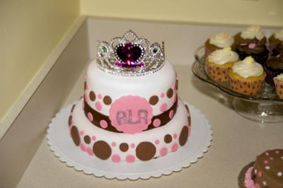 homemade-princess-polka-dot-birthday-cake-21411449.jpg