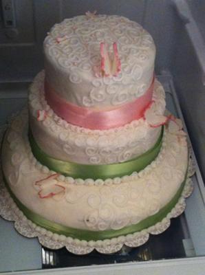 homemade-simple-butterfly-birthday-cake-21577346.jpg