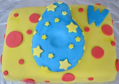 homemade-six-year-old-rolled-marshmallow-fondant-birthday-cake-21461993.jpg