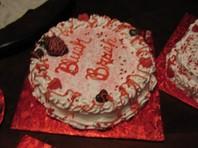 homemade-valentine-cake-21467324.jpg