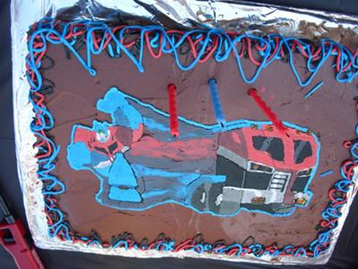 optimus-prime-cake-21336786.jpg